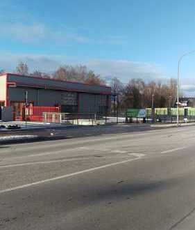 Gewerbehalle mit Ausstellung/Büro und Freifläche