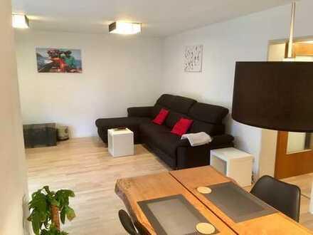 Vollmöblierte, helle 2-Zimmer-Wohnung mit SW-Balkon für max. 2 Personen für 12 Monate