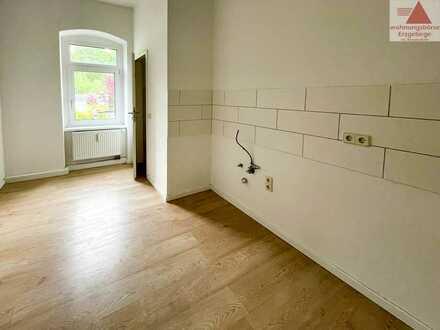 Geräumige 4-Raum-Wohnung mit Balkon in Aue