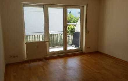 Helle 1-Zimmer-Wohnung mit großem Balkon und Einbauküche in Leimen
