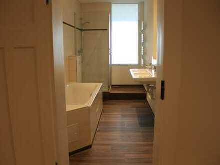 Schöne, geräumige 4,5 Zimmer Altbauwohnung in Crimmitschau