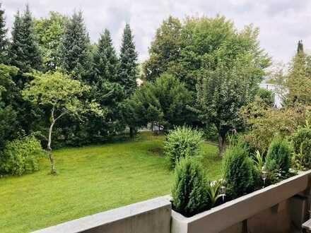NACHMIETER*IN GESUCHT für exklusive 2-Zimmer-Wohnung mit Balkon und Einbauküche in Solln, München