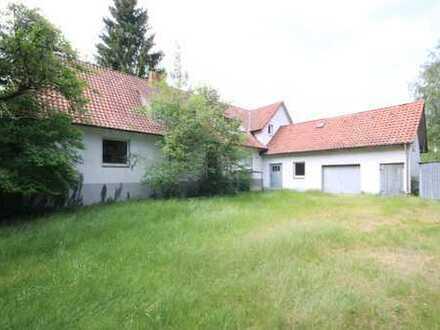 4906 m²: Bebaut mit sanierungsbedürftigem Doppelhaus. Weitere Bebauung möglich.