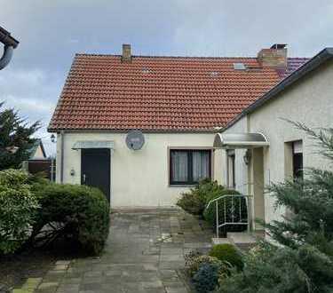 Doppelhaushälfte mit großem Grundstück in Friedrichswalde zu verkaufen