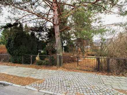 Ideal für Ihr Einfamilienhaus: Voll erschlossenes Baugrundstück mit kleinem Bungalow in grüner Lage!