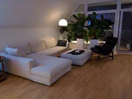 Traumhafte 3 Zimmer Wohnung in Altbau Villa