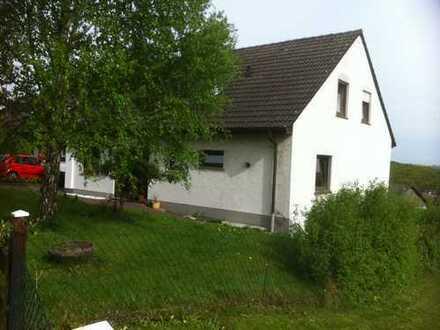 Ruhige 3-Zimmer-Wohnung mit überdachter Terrasse und Garten-Mitbenutzung