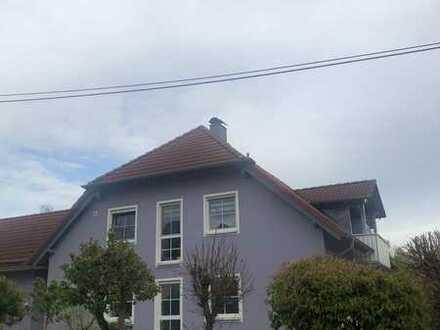 Günstige, neuwertige 5-Zimmer-Wohnung mit Balkon in Velburg