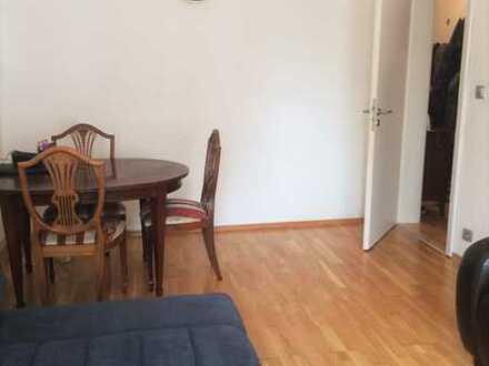 Sanierte Wohnung mit drei Zimmern sowie Balkon und EBK in Stuttgart