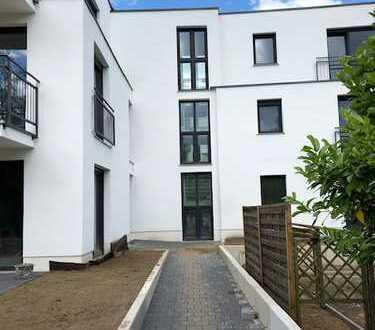 - Erstbezug - Hochwertiges Stadthaus auf drei Etagen mit Terrassen und kleinem Garten