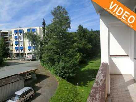 Sonnige Vier-Zimmer-Wohnung mit Balkon und Einbauküche