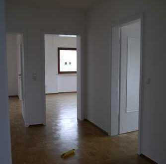 Schöne, helle, vier Zimmer Wohnung in Ettlingen