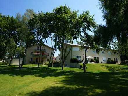 Wohnensemble auf park-ähnlichen Grundstück, Whg. mit Balkon und Traumhafter Aussicht in Obstwiesen