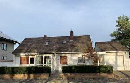 Gepflegtes Einfamilienhaus mit 2 Garagen und Lager oder Werkstatt