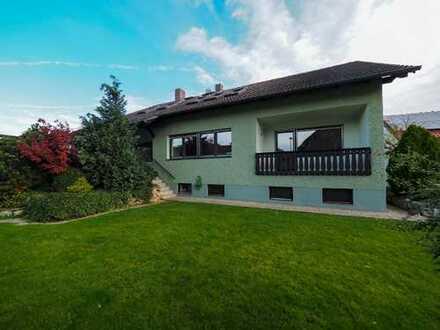 * Vorankündigung * Modernisierte 4,5 Zimmer-Wohnung, EBK & Garten