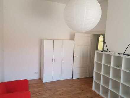 Schönes, großes Zimmer in 5er WG mit EIGENEM BAD, Zentral im Nordring gelegen.