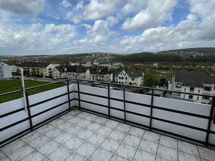 Gepflegte 4-Raum-Dachgeschosswohnung mit Balkon und Einbauküche in Hagen