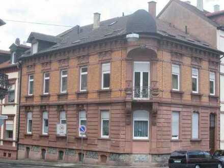 Vollständig renovierte 3-Zimmer-Dachgeschosswohnung mit Balkon und Einbauküche in Neustadt