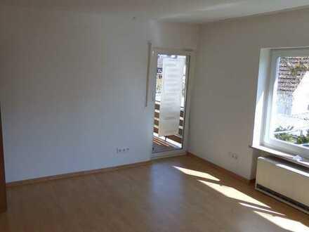 Helle 3-Zimmer-Wohnung mit Garten und Balkon in Raigering