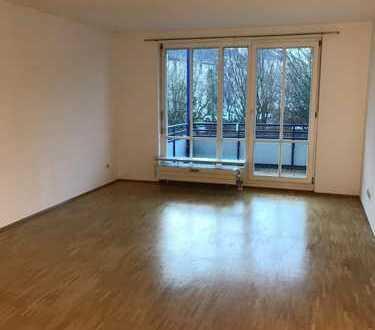Helle, neuwertige 3-Zimmer-Wohnung mit überdachtem Balkon und Einbauküche in Obermenzing, München