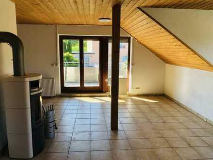 Erstbezug nach Sanierung: schöne 4-Zimmer-Wohnung mit EBK und Balkon