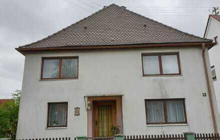 Geräumiges Mehrfamilienhaus mit sieben Zimmern in der Mitte Biberbachs