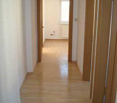 + + Gepflegte, 2- Zi.- Wohnung mit Balkon & EBK – eine Gelegenheit für schönes Wohnen + +