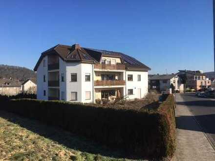 Schöne, geräumige sechs Zimmer, Küche Bad Wohnung in Gießen (Kreis), Buseck