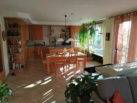 Gepflegte 4-Zimmer-EG-Wohnung mit Terrasse und Garten zur exklusiven Nutzung