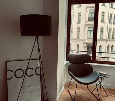 Super Zentral: exklusive 2 Zimmer- Wohnung mit Luxus-Einbauküche