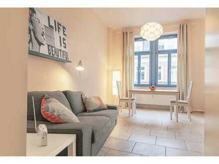 TOPLAGE NEUSTADT : Möblierte 2-Zimmer-Wohnung mit Balkon