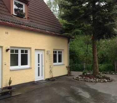 Ruhige 2 Zimmer Wohnung mit Garten und extra 8m² Nutzraum im grünen Waldtrudering !Provisionsfrei!