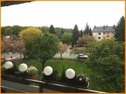 Schöne sanierte Wohnung für die kleine Familie!!! Großer Balkon mit Blick ins Grüne!!!