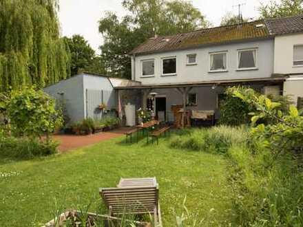 Einfamiliendoppelhaushälfte mit viel Platz und ca 25 qm seperater Einliegerwohnung