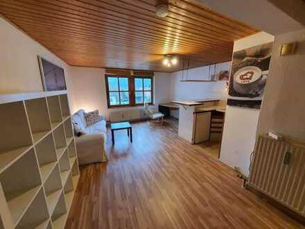 Gepflegte Wohnung mit einem Zimmer und EBK in Walderbach