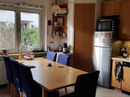 helles, teilmöbiliertes Wg-Zimmer im schönen Einfamilienhaus