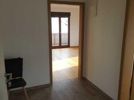 Vollständig renovierte Wohnung mit drei Zimmern sowie Balkon und Einbauküche in Neckarwestheim
