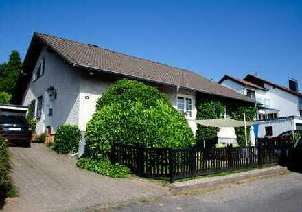 Schönes, geräumiges Haus mit fünf Zimmern in Rheinisch-Bergischer Kreis, Odenthal