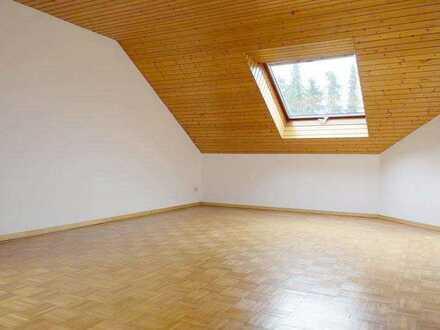 *Charmante Dachgeschosswohnung mit Wohnküche und Gemeinschaftsgarten in Spitalhof*