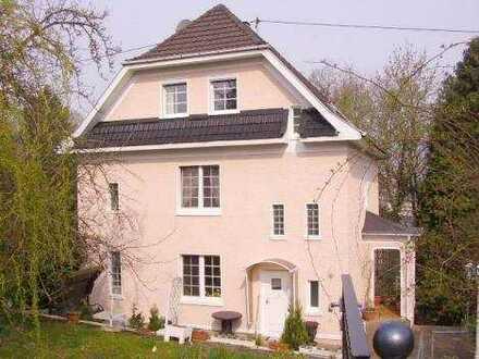 Großzügiges Ein-/Mehrfamilienhaus im Villenstil in Altenkirchen (Westerwald)