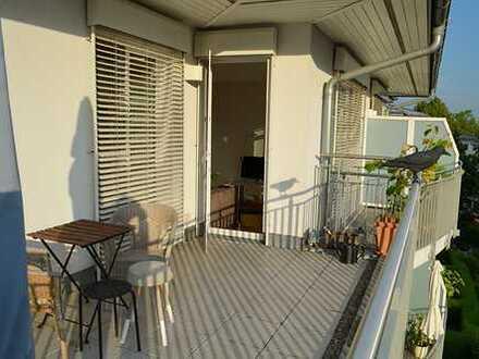 Neuwertige großzügige 3 Zimmer Penthouse-Wohnung mit Einbauküche und Aufzug
