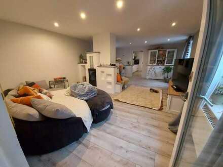 Vollständig renovierte 5 Zimmer-Wohnung mit Dachterasse & Einbauküchein Hayna