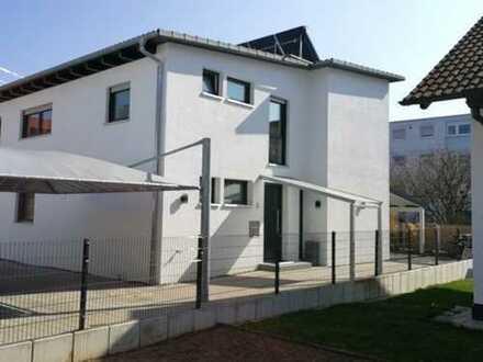 1374 – Topaktuelle Doppelhaushälfte mit exklusiver Ausstattung in Gärtringen!