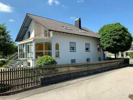 Top Chance für Eigennutzer ! Modernisiertes, großes Einfamilienhaus in bevorzugter Lage von Cham