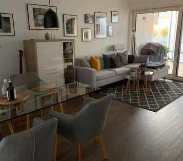 Stilvolle, neuwertige 2,5-Zimmer-EG-Wohnung mit Balkon und Einbauküche in Remseck
