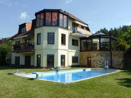 Großzügiges Mehrfamilienhaus mit einzigartigem Panoramablick in Hanglage in der Nähe von Erfurt.