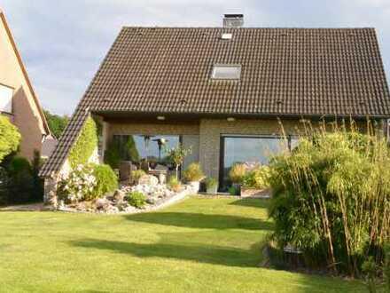 Modernisiertes Familienhaus in bester Lage von Alpen zu verkaufen.