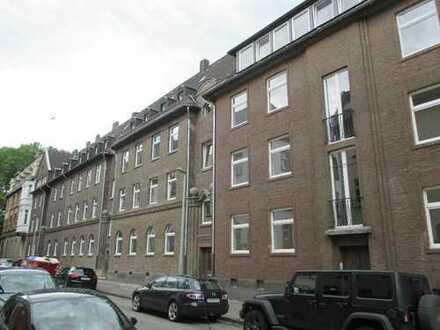 Top sanierte 2 Zimmer Wohnung mit Balkon in der Nähe des Amtsgerichts