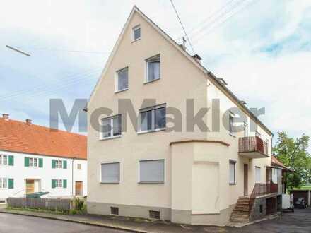 Rund 300 m² Wohnfläche direkt am Wiesenrand: 14-Zi.-EFH mit Scheune und 4 Garagen!