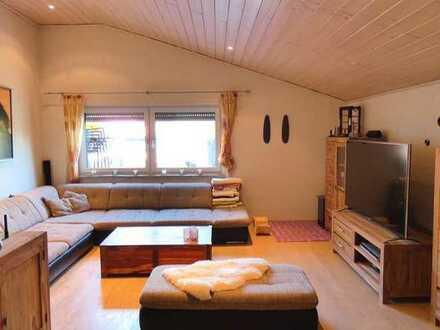 PROVISIONSFREI! Großzügige 4,5-Zimmer-Wohnung mit eigenem Gartenanteil und einer Doppelgarage